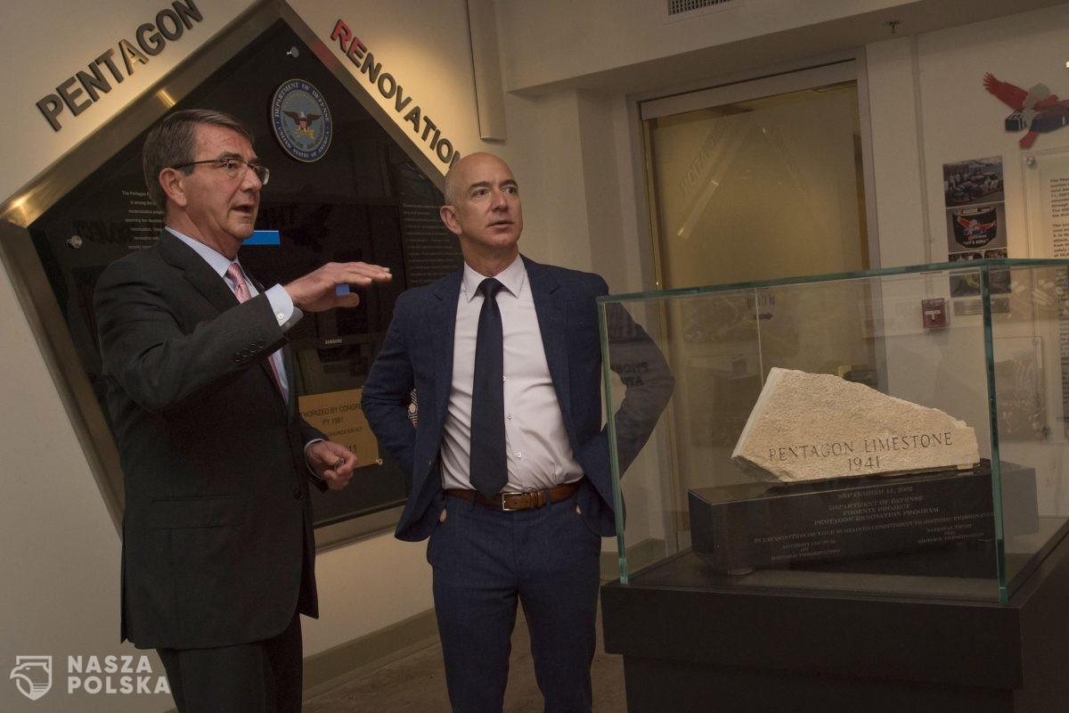 Za 28 mln dolarów wylicytowano bilet na lot w kosmos z Jeffem Bezosem