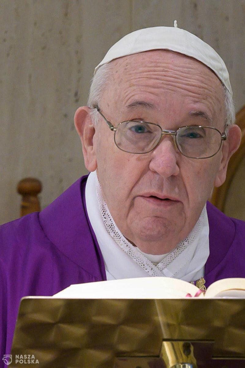 Papież: kapłani nie są kastą ponad innymi, biskupi nie mogą puszyć się jak pawie