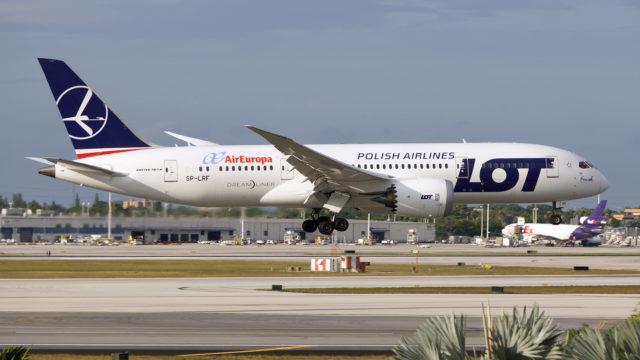 https://naszapolska.pl/wp-content/uploads/2020/03/LOT_Boeing_787_landing_at_Miami_International_Airport-640x360.jpg