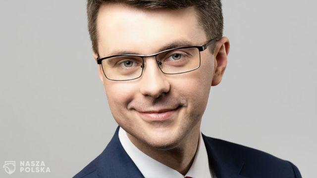 https://naszapolska.pl/wp-content/uploads/2020/04/Piotr-muller-2019-2-1-640x360.jpg
