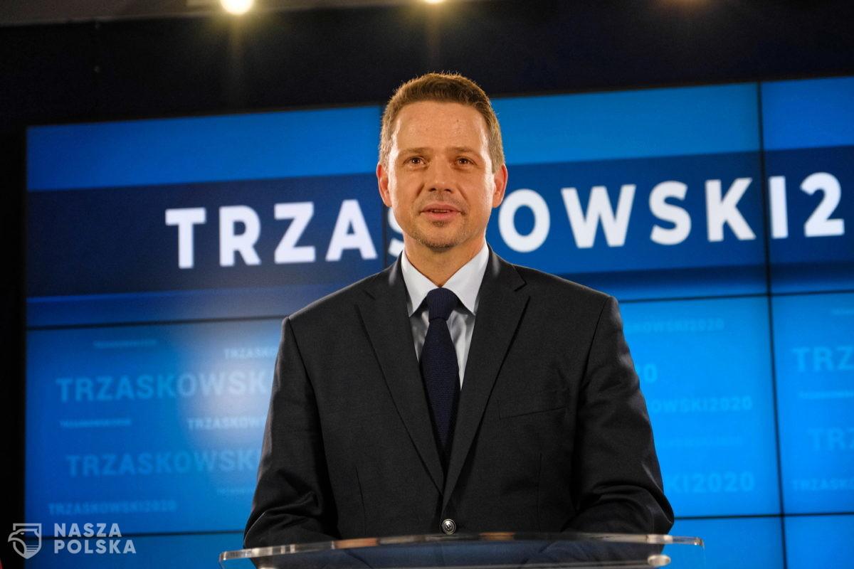Czy są zbierane nielegalnie podpisy pod kandydaturą Trzaskowskiego? Sprawę bada policja