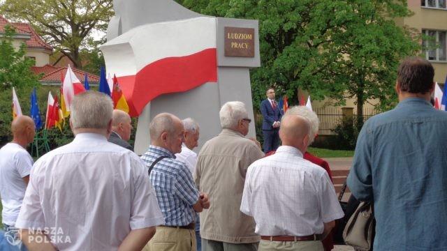 1 maja uroczystość św. Józefa, patrona ludzi pracujących. Święto Pracy bez pochodów lewicy