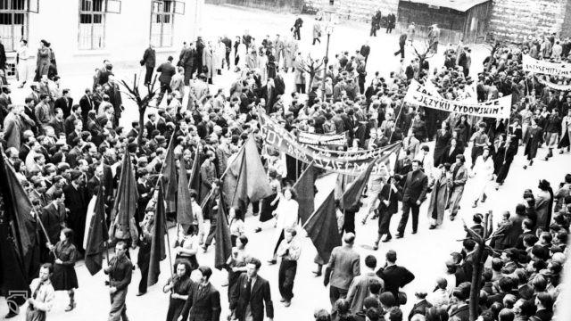 Prof. Żurawski vel Grajewski: postkomuniści zawłaszczają 1 maja