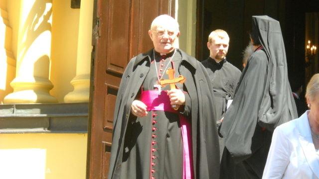 https://naszapolska.pl/wp-content/uploads/2020/05/Arcybiskup_Henryk_Hoser_w_soborze_św._Marii_Magdaleny_w_Warszawie_2-640x360.jpg