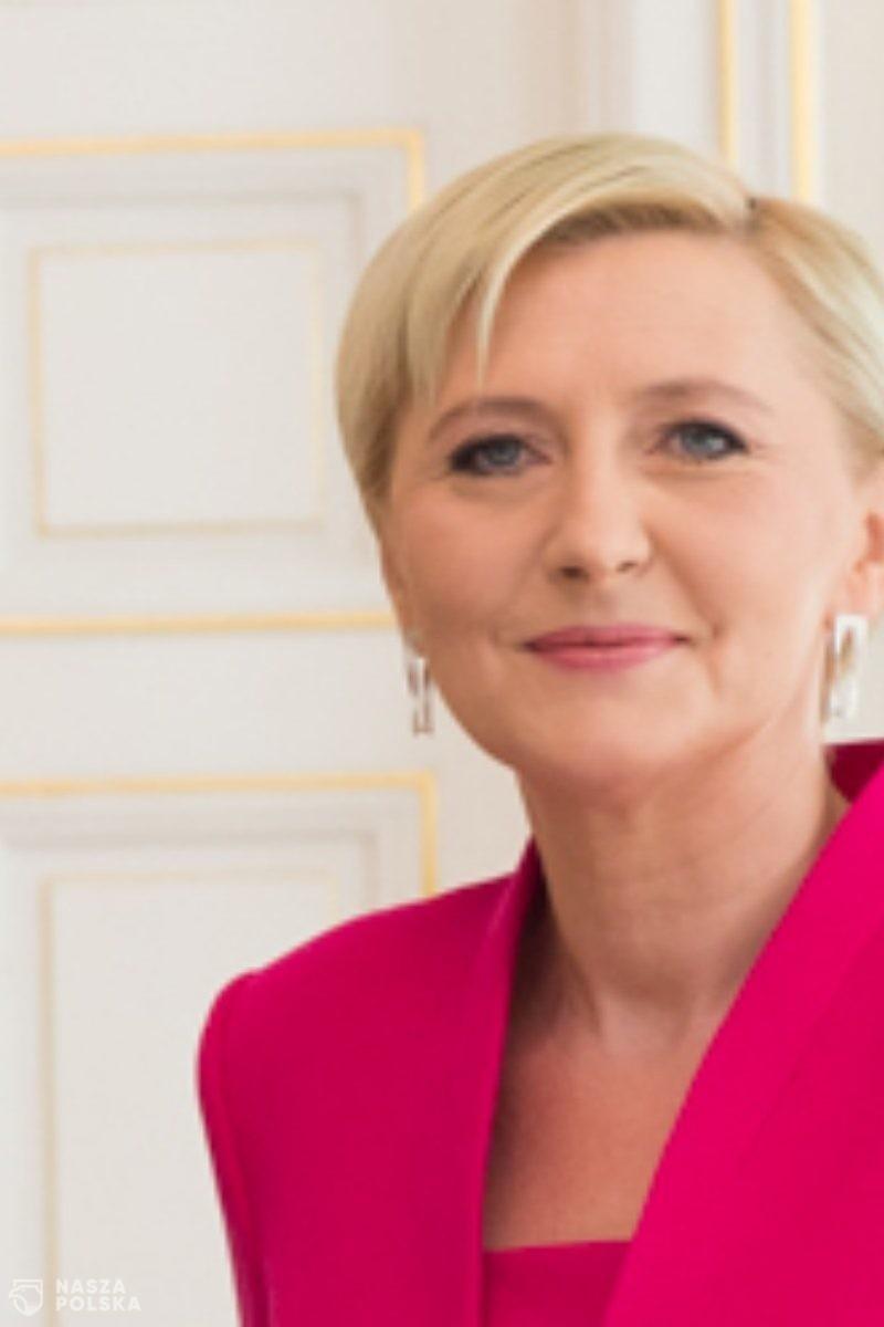 Polacy pozytywnie oceniają działalność pierwszej damy
