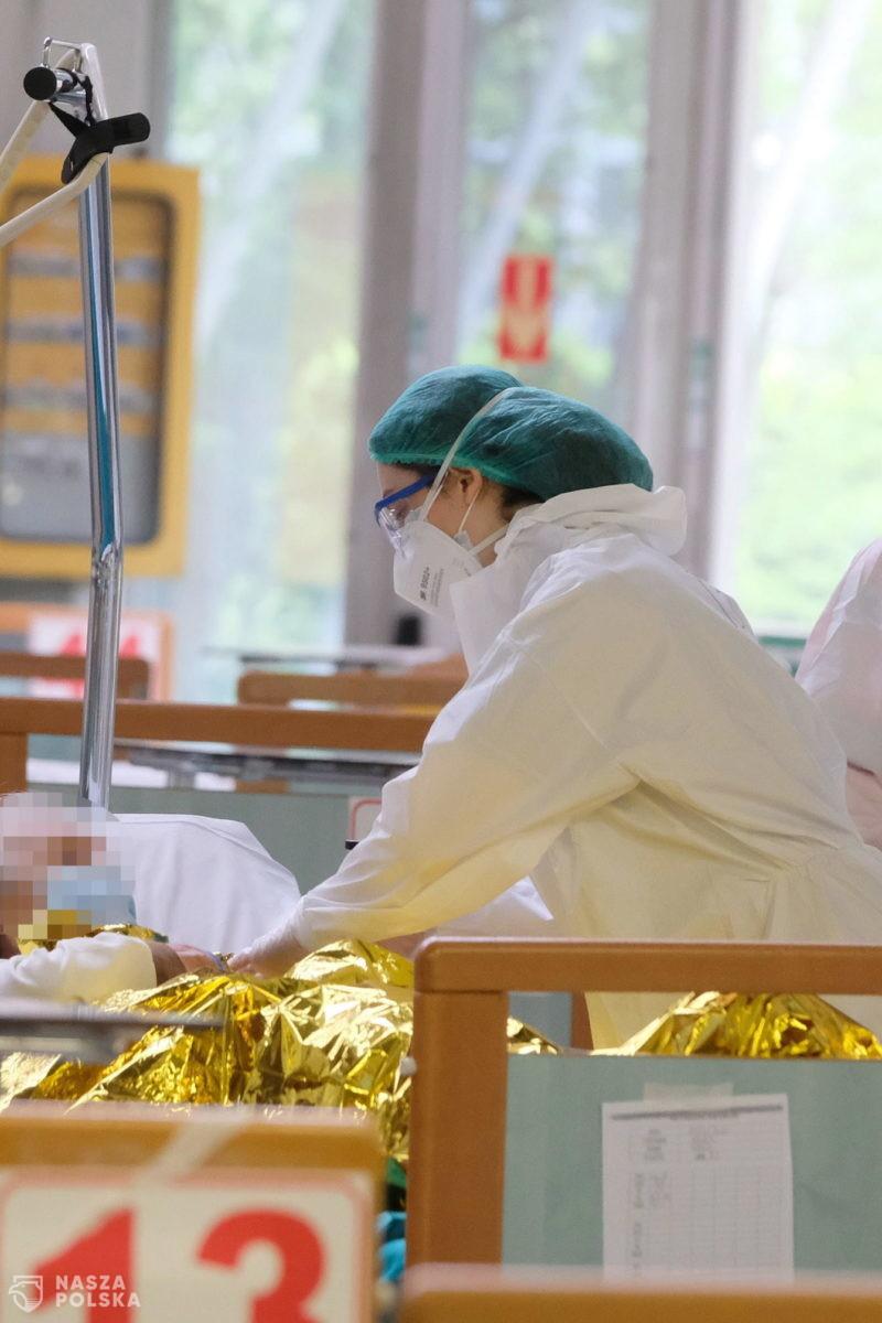 Wiceminister zdrowia: 311 zmarłych na COVID-19 nie miało chorób współistniejących