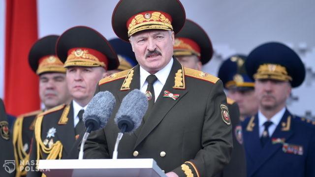 Łukaszenka: na razie żyję i nie jestem za granicą