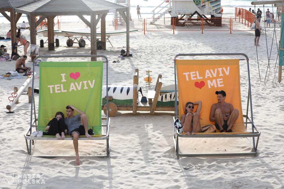 Pracują dla rządu, protestowali przeciwko rządowi. Stracą pracę w Tel Awiwie