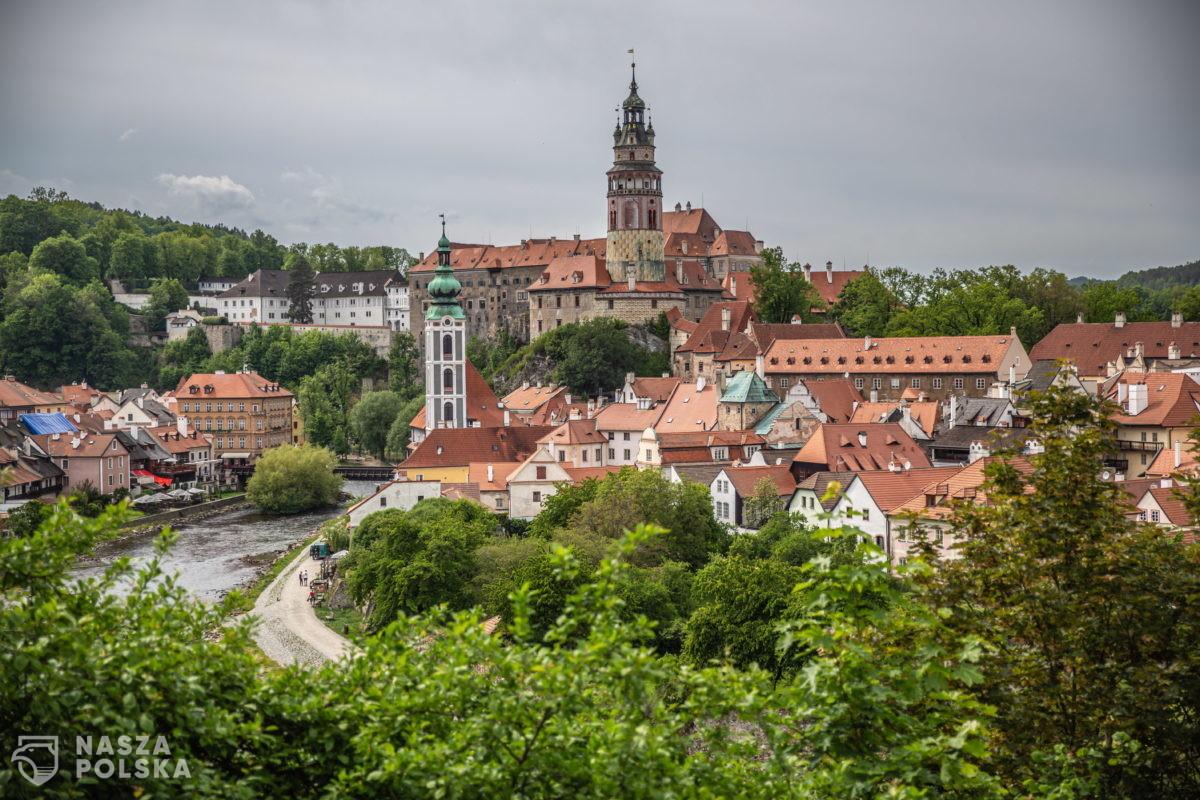 Gdy Czech zarobi 6 500 zł, musi zapłacić 799 zł na ZUS, Polaka ZUS i podatki wyniosą 2 002 zł