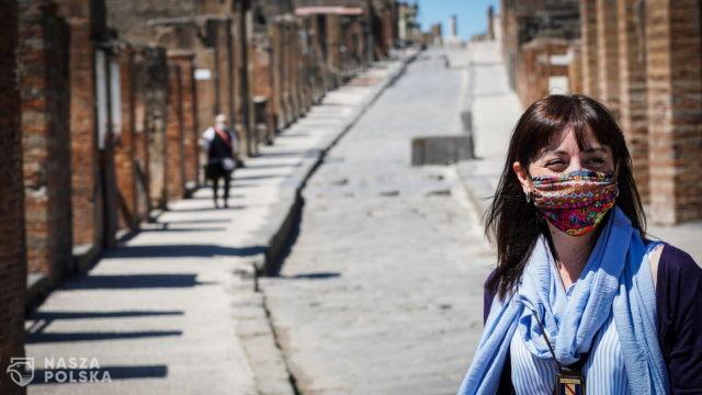 Włochy/ Wiceminister zdrowia: maseczki na zewnątrz będzie można zdjąć w sierpniu