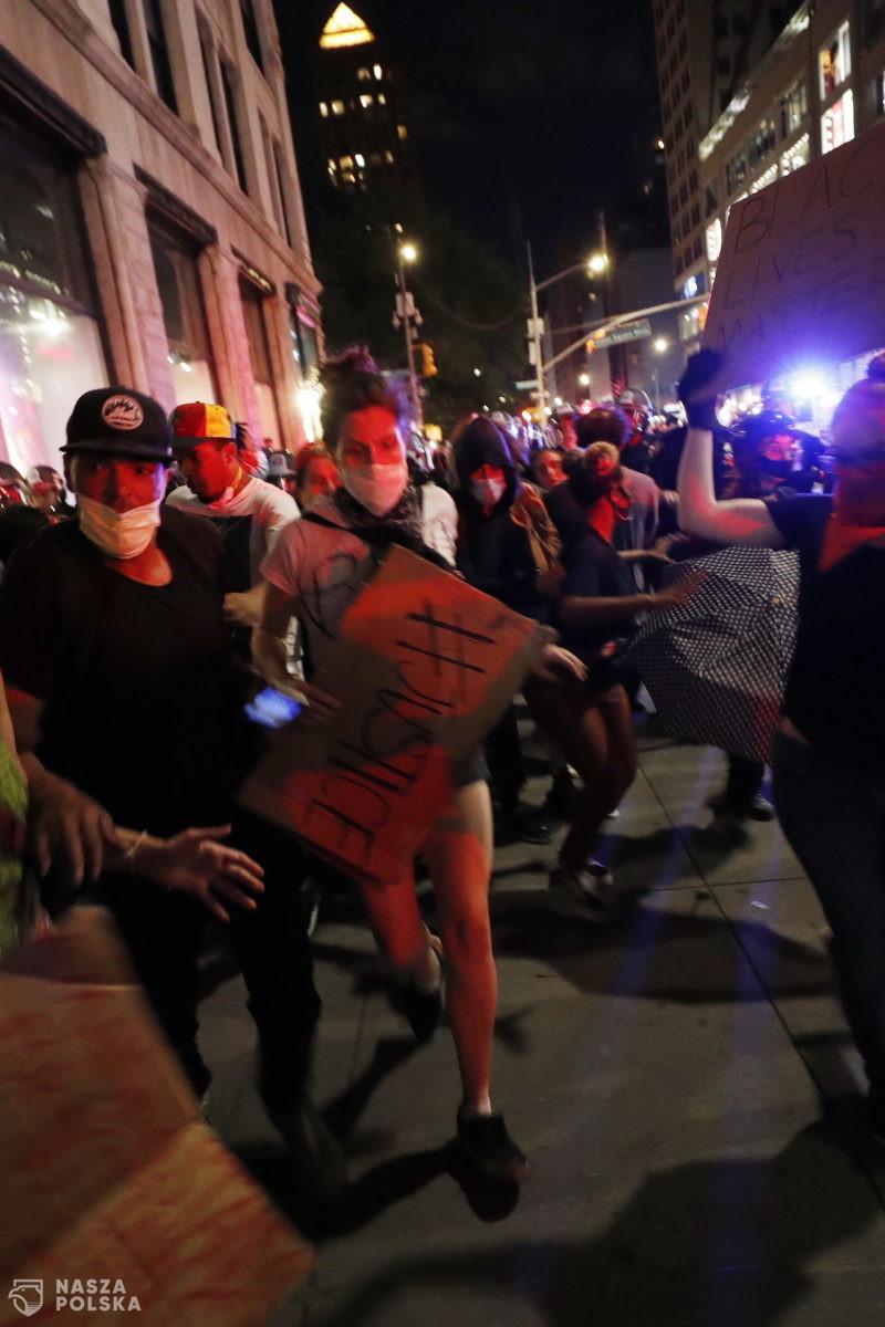[GALERIA] Kolejna noc zamieszek w Minneapolis, mimo godziny policyjnej