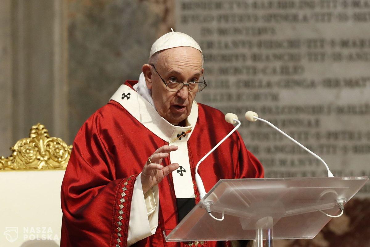 Po prawie trzech miesiącach papież odmawia modlitwę z wiernymi