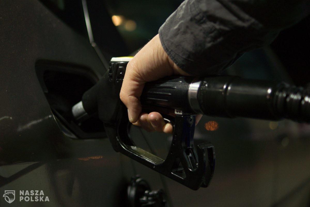 Zatankuj do pełna! Według analityków zaraz się skończy paliwo poniżej 4 zł