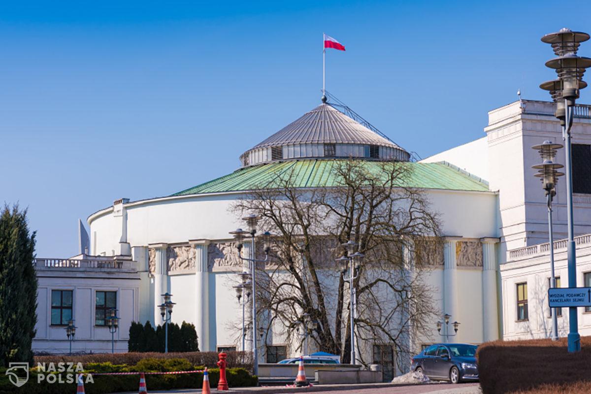 """Sejm uchwalił ustawę, która da """"koło ratunkowe"""" przedsiębiorstwom w tarapatach"""