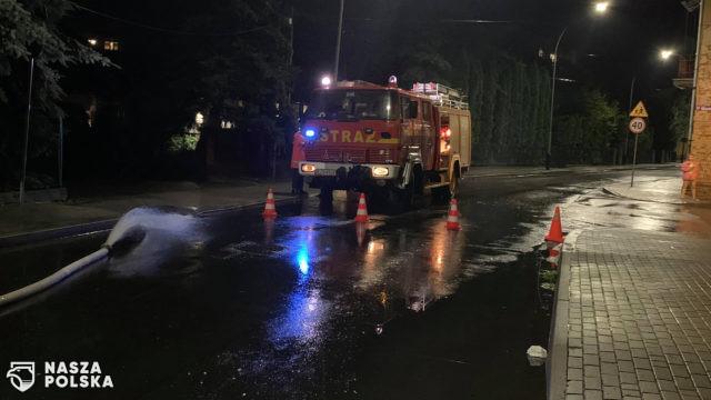 W niedzielę strażacy otrzymali 1081 zgłoszeń związanych z frontem burzowym