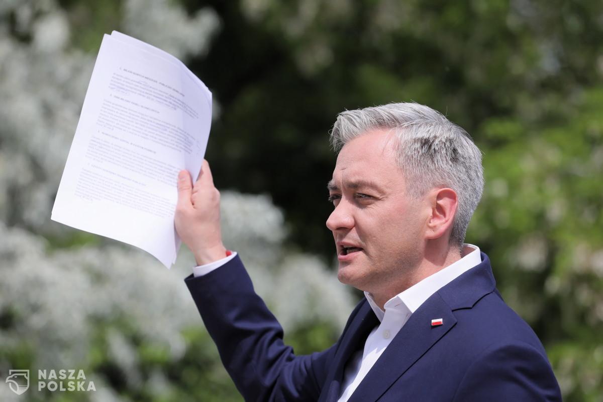 Biedroń kolejny raz występuje na arenie UE przeciwko polskiemu rządowi