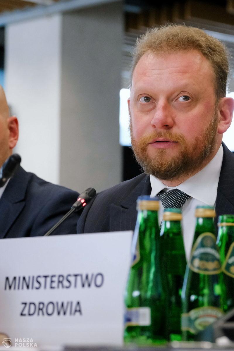[PILNE] Minister Szumowski uratowany jednym głosem: 18 do 17 przeciwko jego odwołaniu