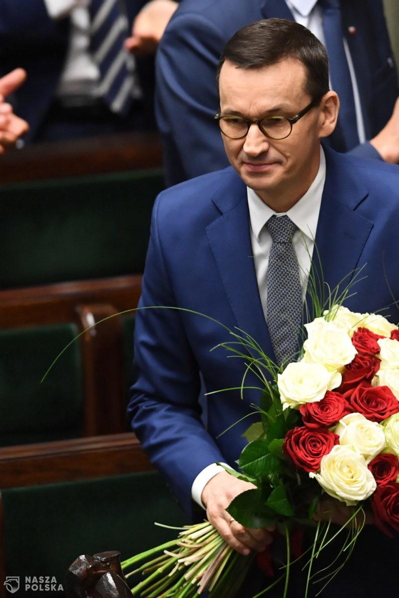 Za wotum zaufania dla rządu wszyscy posłowie PiS; przeciw – niemal cała opozycja