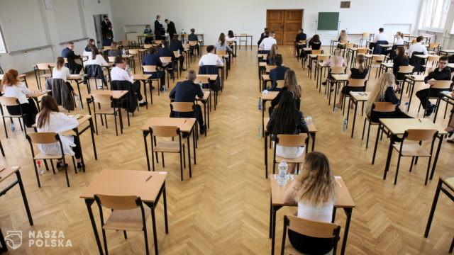 Bernacki: Nie ma potrzeby szczepienia uczniów przed maturami