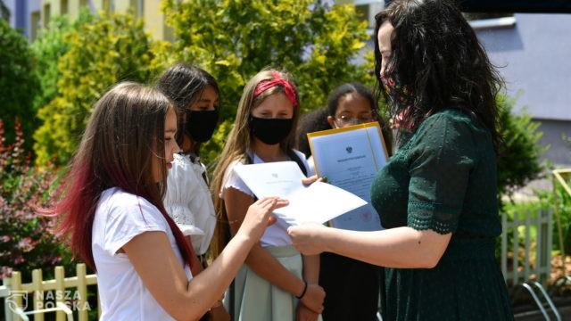 Od 1 lipca można wnioskować o 300 zł dla każdego uczącego się dziecka