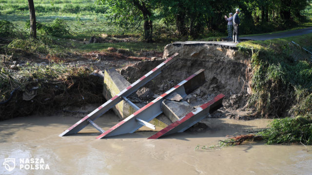 Mieszkańcy o piątkowej ulewie: małe potoki zamieniły się w rwące rzeki