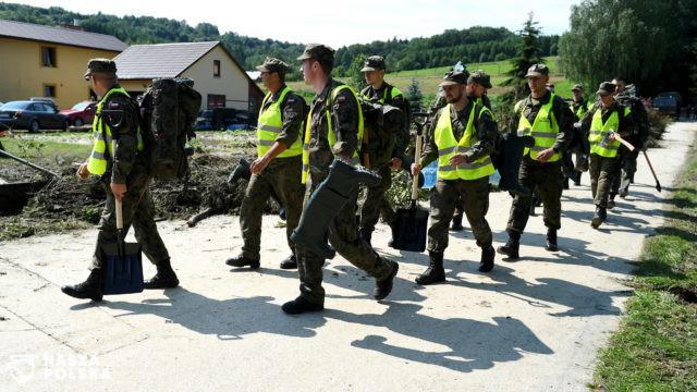 Szef MON: WOT walczy ze skutkami podtopień i ulew na Podkarpaciu