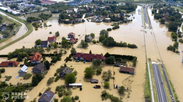 Po przejściu frontu burzowego ponad 1,3 tys. podtopień, uszkodzone budynki, zalane drogi