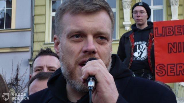 https://naszapolska.pl/wp-content/uploads/2020/06/Adrian_Zandberg_1-640x360.jpg