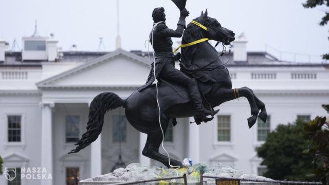 Protestujący próbowali obalić pomnik Andrew Jacksona przed Białym Domem