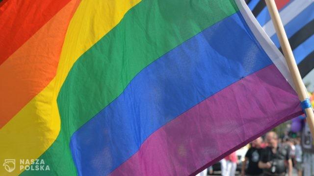 Biedroń pyta Trzaskowskiego o małżeństwa jednopłciowe