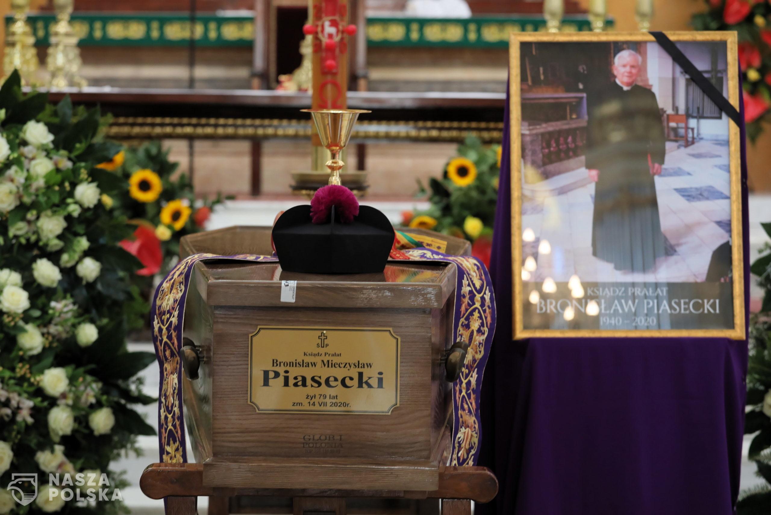 Warszawa, 24.07.2020. Uroczystoœci pogrzebowe ks. pra³ata Bronis³awa Piaseckiego - msza œwiêta pogrzebowa w koœciele Najœwiêtszego Zbawiciela w Warszawie, 24 bm. Ks. Bronis³aw Piasecki zmar³ 14 lipca 2020 r. w wieku 79 lat. Duchowny zostanie pochowany na Cmentarzu Pow¹zkowskim. (sko) PAP/Pawe³ Supernak