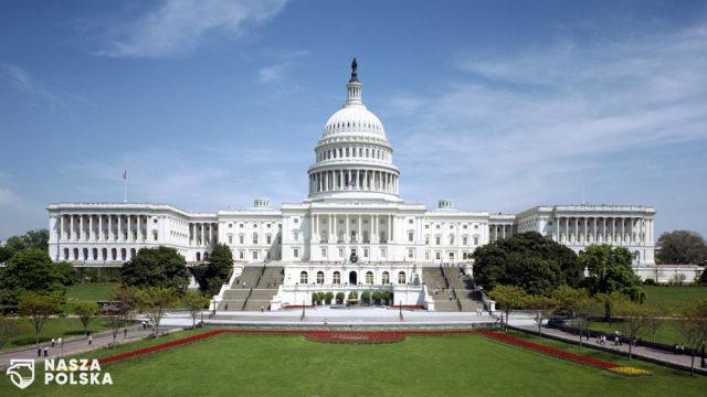 https://naszapolska.pl/wp-content/uploads/2020/07/2560px-United_States_Capitol_-_west_front-640x360.jpg