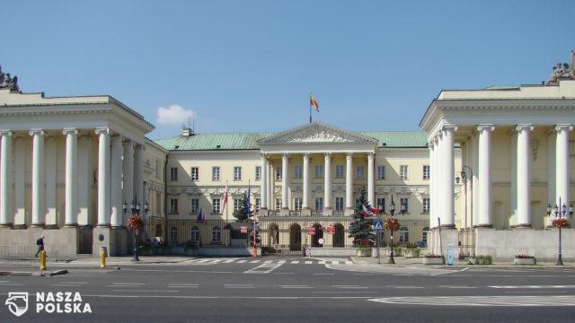 Warszawa/ Radni przegłosowali zakaz jazdy w mieście dla pojazdów propagujących m.in. treści homofobiczne