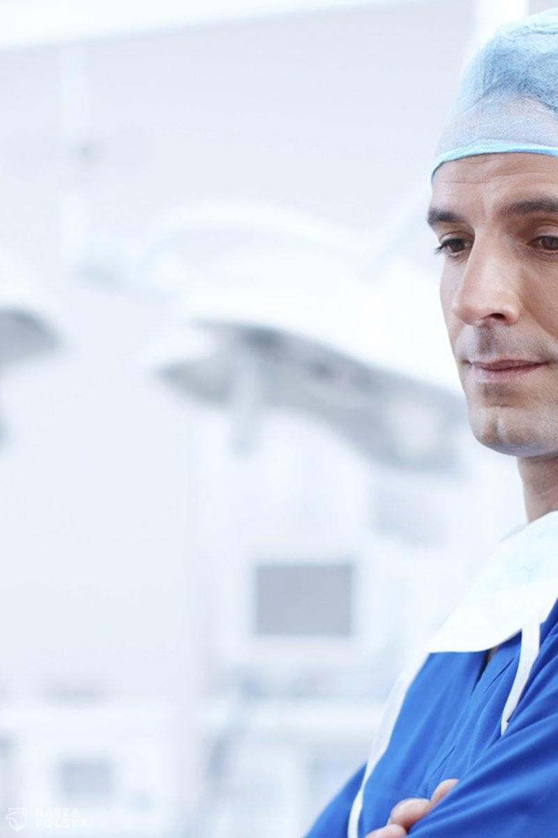 """List otwarty prawie 400 lekarzy z Belgii: dość koronapaniki. """"Lekarstwo nie może być gorsze niż problem"""""""
