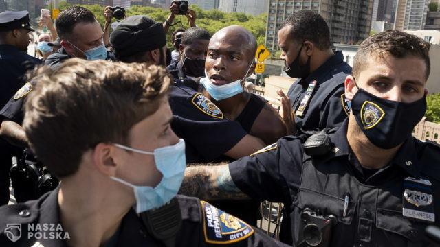 USA/ Protesty już nie tak masowe, ale wciąż trwają i towarzyszy im przemoc