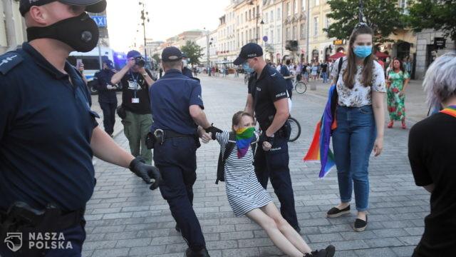 Posłowie KO i Lewicy interweniują w sprawie zatrzymanych przez policję w Warszawie aktywistów LGBT