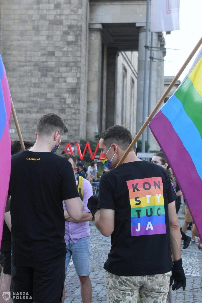 """Środowiska LGBT uważają, że zatrzymanie Michał Sz. było """"bezprawnym aresztowaniem aktywistki Margot"""""""