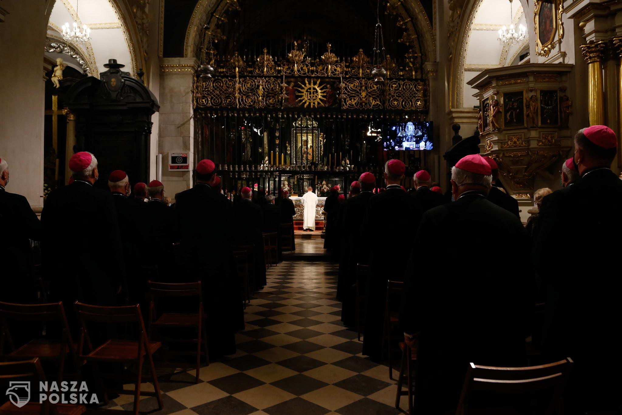 Kościół to dla Polaków coraz częściej zakłamana korporacja