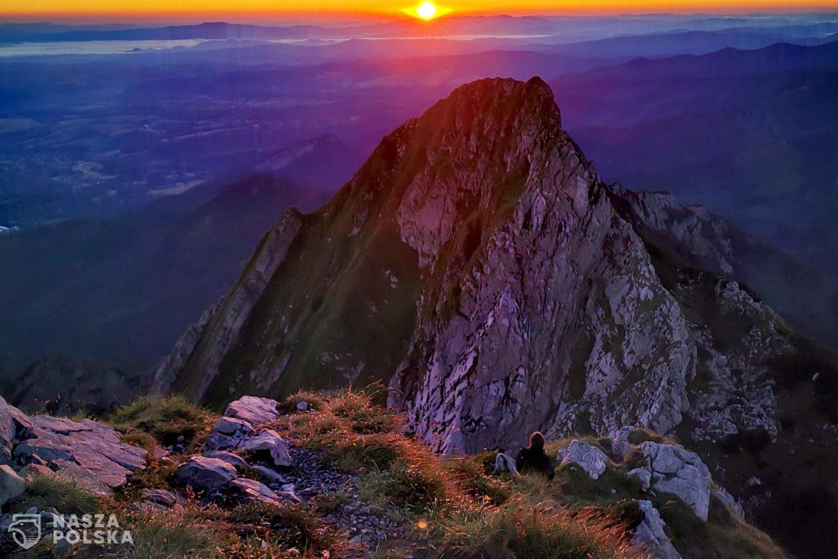 Wschód słońca widziany z Giewontu