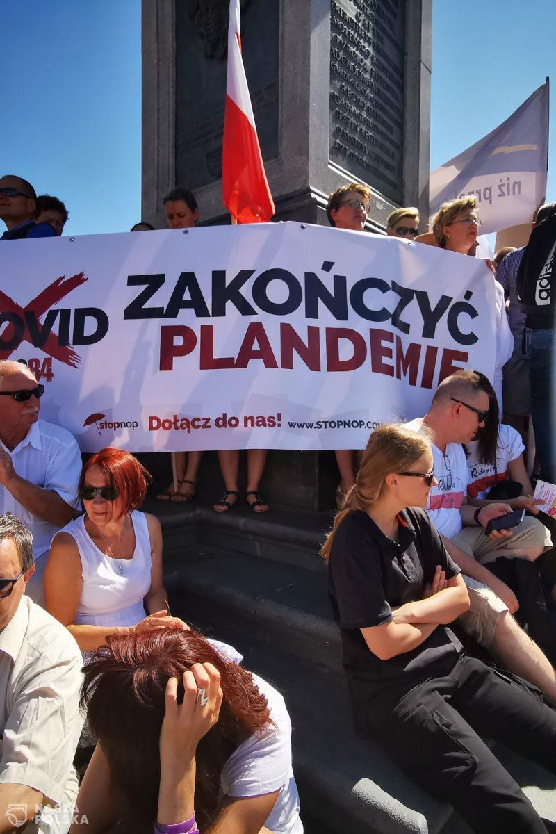 Szumowski odszedł, protesty trwają. Dlaczego? Rozmowa z Justyną Sochą