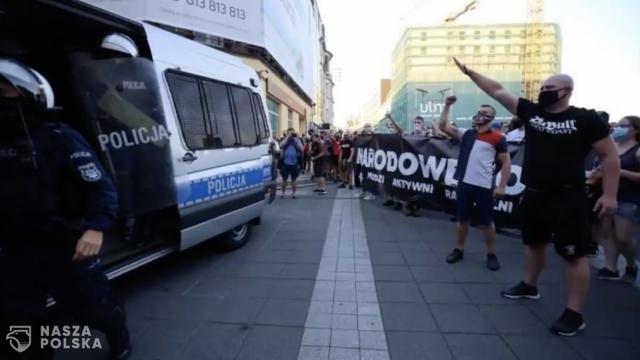 Policja zatrzymała mężczyznę, który hajlował na demonstracji w Katowicach