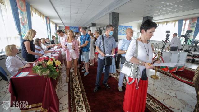 Borrell i Varhelyi wzywają do dokładnego policzenia głosów na Białorusi