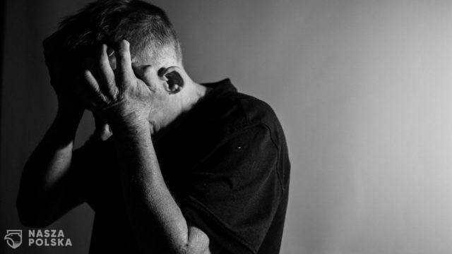 Przedłużające się restrykcje mogą nasilać objawy depresji wśród Polaków