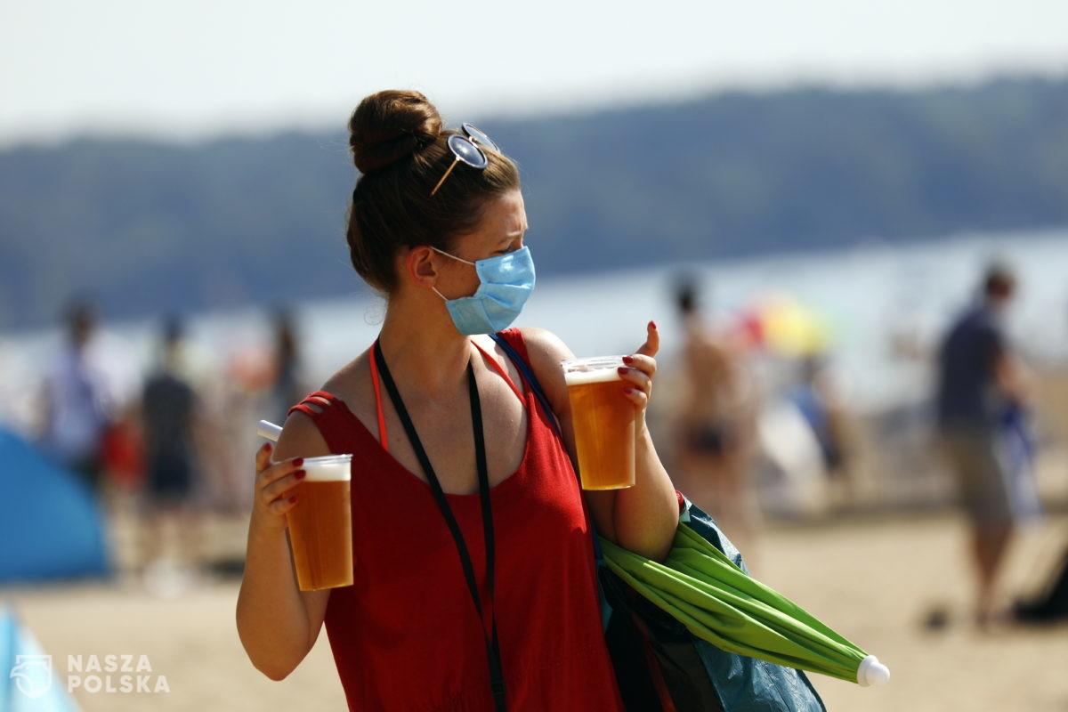 Wakacje w Europie: w Hiszpanii bez masek na plaży, do Grecji po zaszczepieniu lub z testem