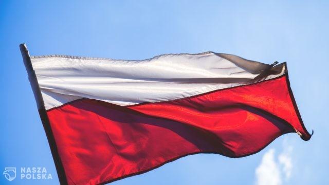 https://naszapolska.pl/wp-content/uploads/2020/08/flag-2941931_1920-640x360.jpg