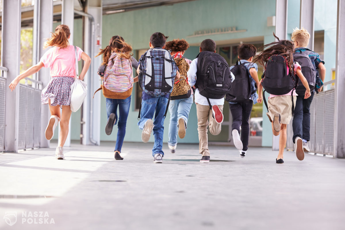 Dzieci klas I-III wracają do szkół w jedenastu województwach