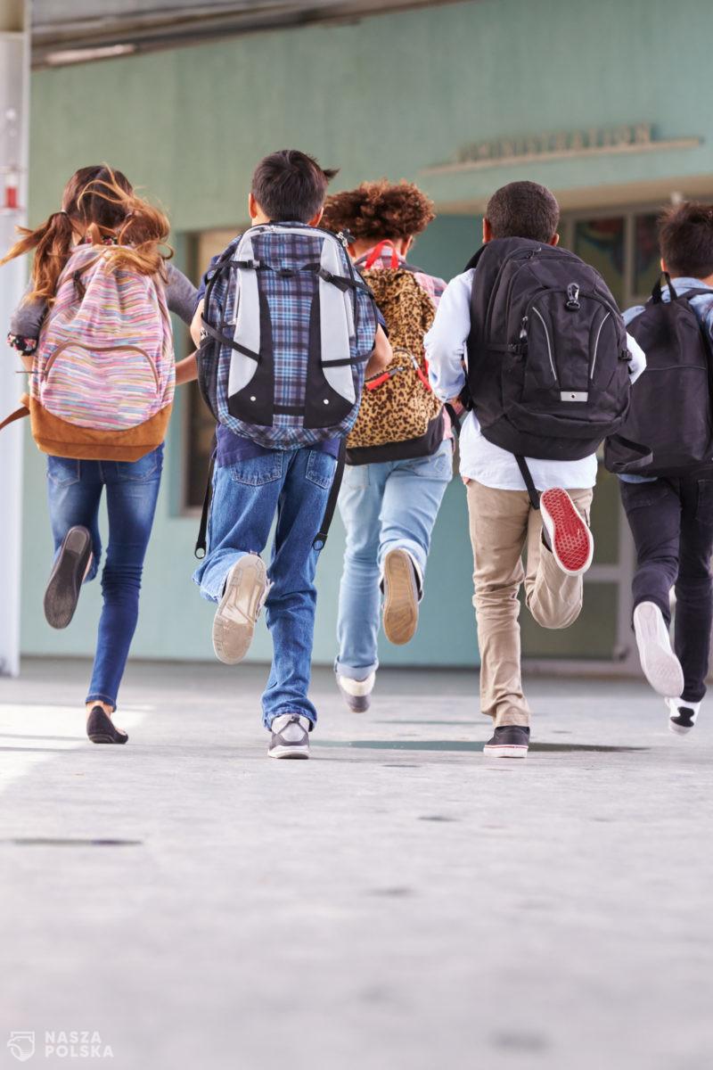 MEN: za organizację zdalnego nauczania odpowiada dyrektor szkoły