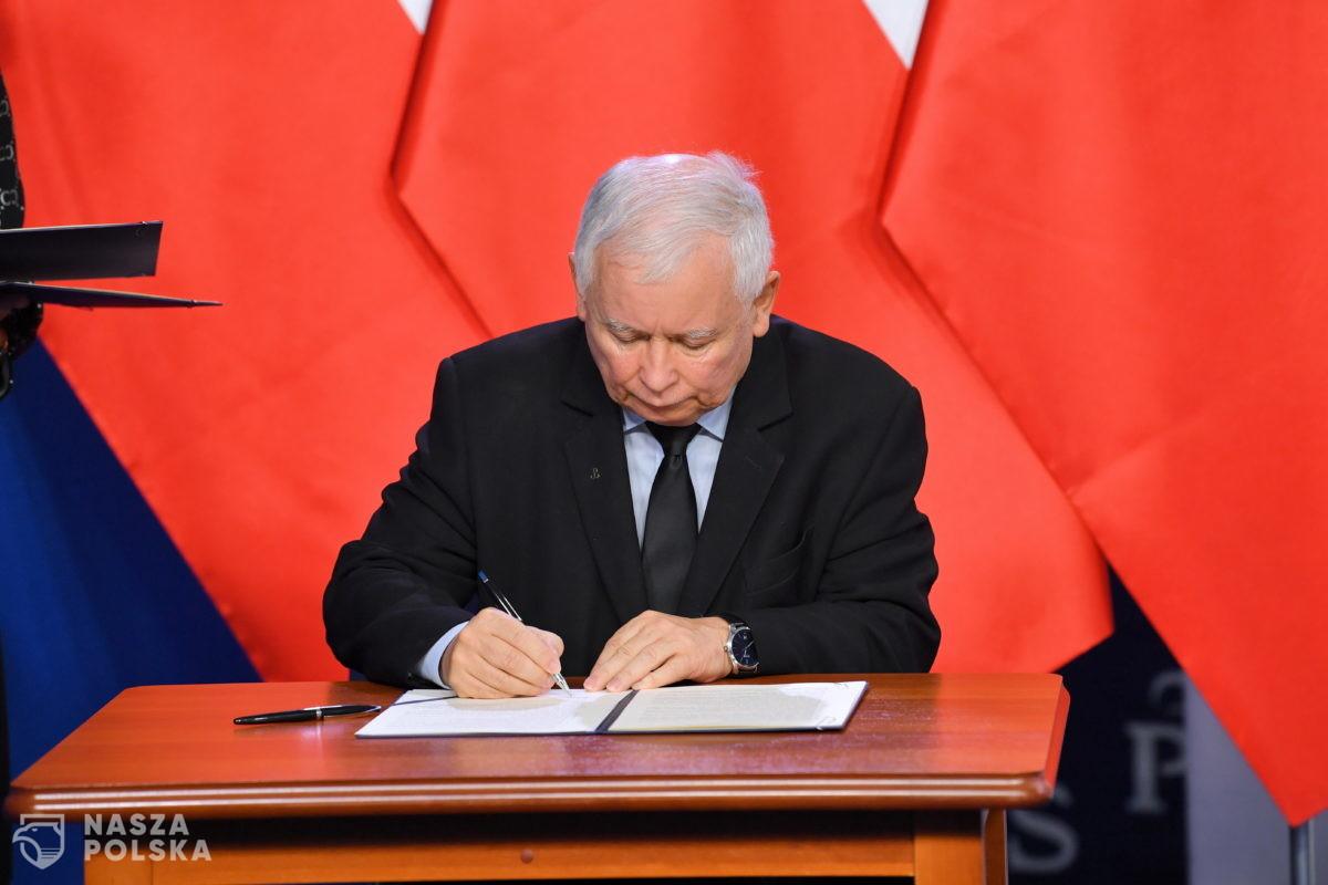 Poseł PiS zaszczepił się poza kolejnością. Prezes Kaczyński zawiesił go w prawach