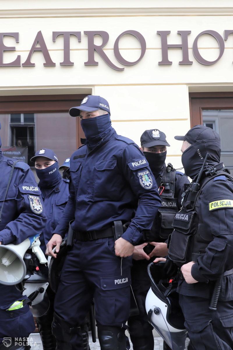 """Sanepid i policja popełniają przestępstwo """"uporczywego nękania"""" restauratorów?"""