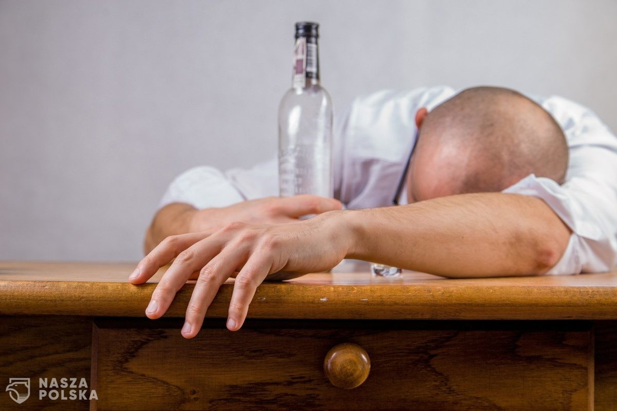 Przeszczep flory kałowej może być szansą na wyleczenie alkoholizmu